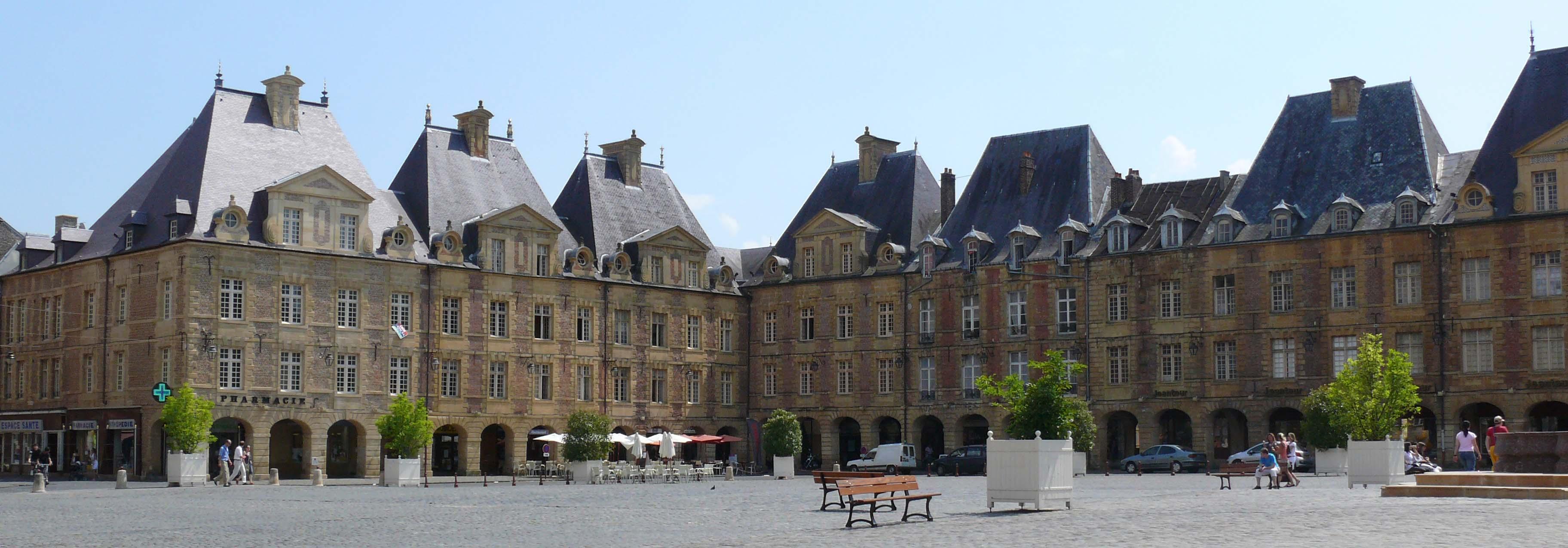Charleville La place Ducale